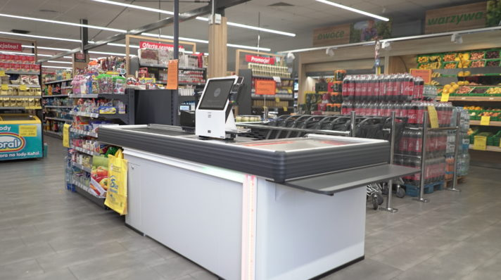 Dual-function checkout counters in the Lewiatan's shop in Gierałtowice